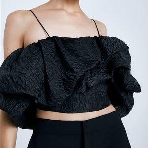 Amazing Zara voluminous crop top